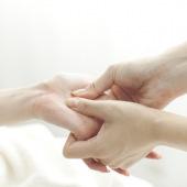 reflexní masáž rukou dlaně